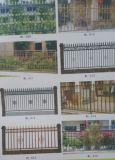 錬鉄デザインを囲う庭の塀の鉄の塀の鋼鉄柵