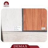 Fácil instalar el suelo plástico de mirada de madera del PVC