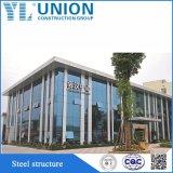 Costruzione della struttura d'acciaio usata per la mostra corridoio ed il baldacchino