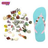 Il fascino su ordinazione del pattino dei sandali fissa gli accessori per le decorazioni di cadute di vibrazione