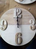 Orologio rotondo di legno della parete dell'oggetto d'antiquariato (annata) per la decorazione domestica