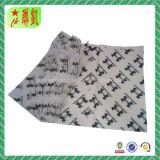 Оборачивать салфетку с логосом для ботинка