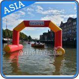 Luftdichte aufblasbare Ziellinie, die auf Wasser-Bogen für Wasser-Sportveranstaltung, AnfangsZiellinie Eingangs-Torbogen schwimmt
