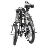 [14ينش] بالغ يطوي درّاجة كهربائيّة مع [لغ] بطارية
