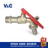 Brass bloqueable Bibcock con revestimiento de níquel (VG-D11121)