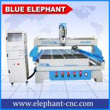 CNC 1325 1300X2500mm 4X8FTの3D回転式軸線の合計4の軸線の木製の働く彫版機械