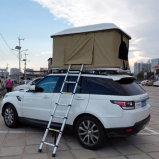 軍の残り車のテントキャンプ装置の屋根の上のテント