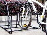 黒色火薬の塗られたバイクの駐車立場のバイクラック