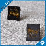 Dobrado bonito na etiqueta tecida meio projeto para a roupa