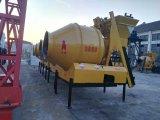 Mélangeur concret portatif préfabriqué de Philippines 500L, individu chargeant le mélangeur concret