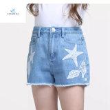 Shorts caldi del denim di vendita di nuovo stile con bello ricamo per le ragazze dai jeans della mosca