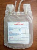 طبّيّ مستهلكة [بفك] دم حقيبة لأنّ مستشفى إستعمال