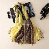 Sciarpa del poliestere stampata colore di contrasto di modo con le nappe (H15)