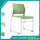 熱い販売の緑経済的なスタッキングのプラスチックタスクの椅子及び食事の椅子