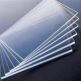 Feuille solide de polycarbonate avec l'enduit UV