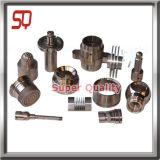 El torno que trabaja a máquina parte los recambios del motor del CNC para los coches autos