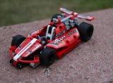 Новый внушительный красный участвуя в гонке автомобиль 2017 преграждает игрушку