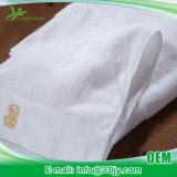 De zachte die Badhanddoeken van de Luxe voor Flat worden geplaatst