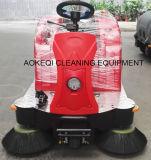 Conduite commerciale de machine de nettoyage sur la balayeuse de route
