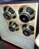 4*12 cierran la cabina del amplificador de la guitarra con el paño de plata (GC-412C)