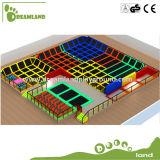 Trampoline comercial ginástico interno grande com basquetebol no parque do Trampoline