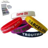 Il nuovo prodotto personalizza il braccialetto del silicone con Debossed/marchio impresso