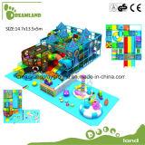 O tema da selva do parque de diversões dos brinquedos das crianças caçoa o campo de jogos interno para a venda