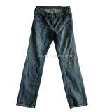 人の方法まっすぐなデニムのジーンズの白い洗浄ジーンズ
