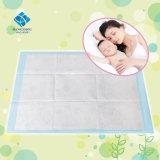 Base cambiante absorbente de gran tamaño del bebé bajo las pistas para el uso diario