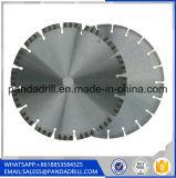 Намочите/сухим поделенное на сегменты отрезоком лезвие алмазной пилы для бетонной плиты