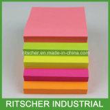 Листья липкого блокнота кубика памятки бумаги цвета примечания свободные