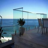 Het modieuze Ontwerp van het Traliewerk van het Glas van het Balkon van het Roestvrij staal