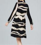 Frauen, die Marken-Großhandelsboutique-Kleidung kleiden