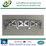 CNC de la aduana que trabaja a máquina en aluminio