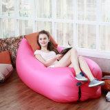 屋外のキャンプのための膨脹可能なエアーバッグの椅子のソファーのバナナの寝袋