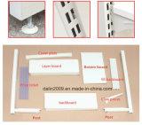 Nettes weißes Gondel-Regal verwendet im Speicher