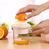 小型マルチ機能プラスチックレモンかオレンジスクイーザの注入型