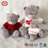 Brinquedo desgastando da qualidade do t-shirt do urso cinzento do amor do coração da peluche