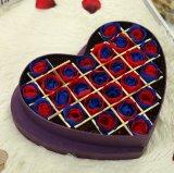Rectángulo de regalo de Rose con la dimensión de una variable del corazón para el día de tarjeta del día de San Valentín