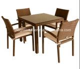 Tabelle e presidenze del rattan in ristorante
