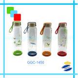 Tazza fredda di vetro dell'acqua della bevanda