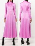 Платье рубчика глянцеватой розовой длинней втулки открытое