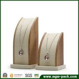 Présentoir chaud de collier en bois solide de vente