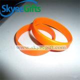 Wristbands poco costosi all'ingrosso di gomma del silicone dei migliori fornitori in bianco della Cina