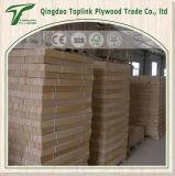 Stecche curve di legno della base con il documento del faggio