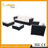 Das meiste populäre Patio-Garten-im Freienmöbel-wasserdichte Weidentisch-und Stuhl-Freizeit-Rattan-Sofa-Set