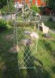 Obelisco bonito de la mariposa del hierro de Wrougt para la flor o las plantas