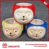 Caneca relativa à promoção da porcelana com forma dos desenhos animados para o presente
