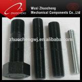 Boulons de goujon du noir ASTM A193 B7 d'acier allié avec des noix et des rondelles