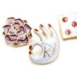 Позолоченный эмаль цветочный Ok кости форму Brooch,